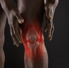 Vận động khó khăn và đau khi bị bệnh viêm thấp khớp